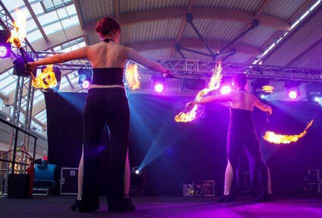 Spektakuläre Indoor-Feuershows mitten im Blautal-Center – ein einmaliges Erlebnis!
